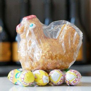 Poule de Pâques en nougatine sur son nid, 190g