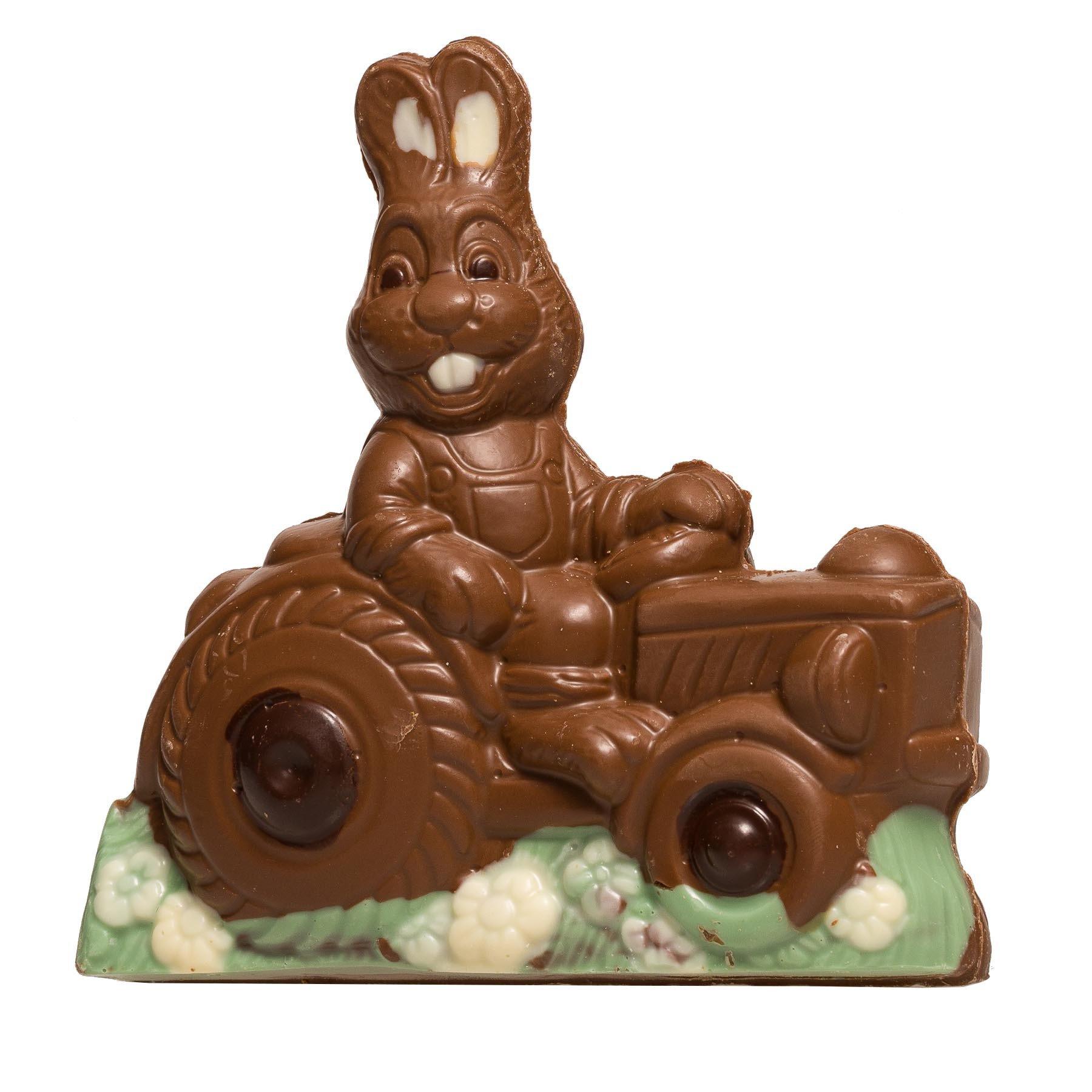 Lapin sur son tracteur en chocolat