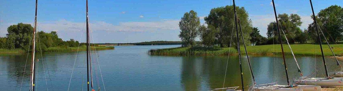 En passant par la Lorraine… face au lac de la Madine, à Nonsard.